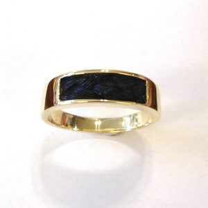 www.galope.nl gouden ring met korte paardenhaarvlecht