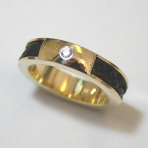gouden ring paardenhaarvlecht rondom zirkonia