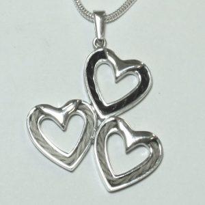 www.galope.nl- zilveren triple hearts hanger hartenhanger van zilver met paardenhaar